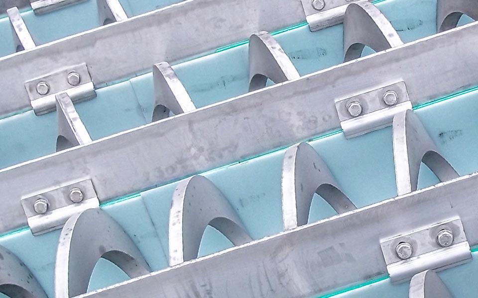 Multi screw bin dischargers