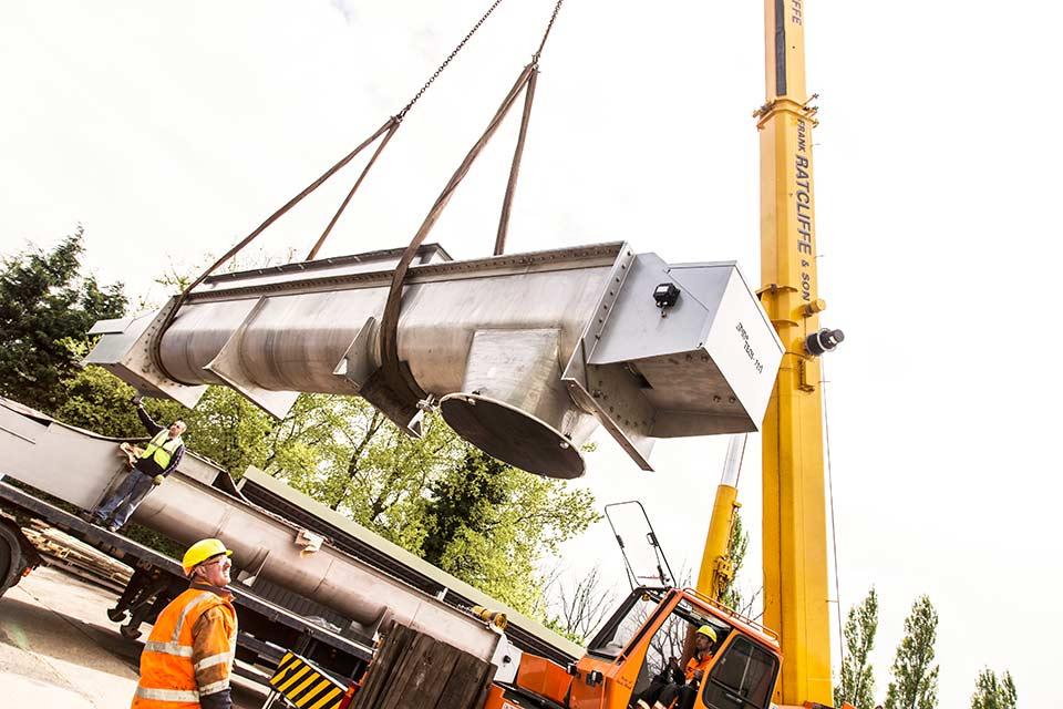 High pressure, high temperature tubular screw conveyor