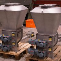 Volumetric and gravimetric feeders for accurate and reliable feed of various products