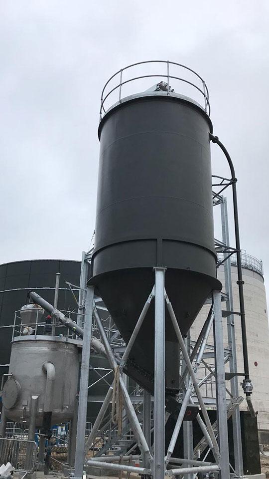 Quicklime storage silo