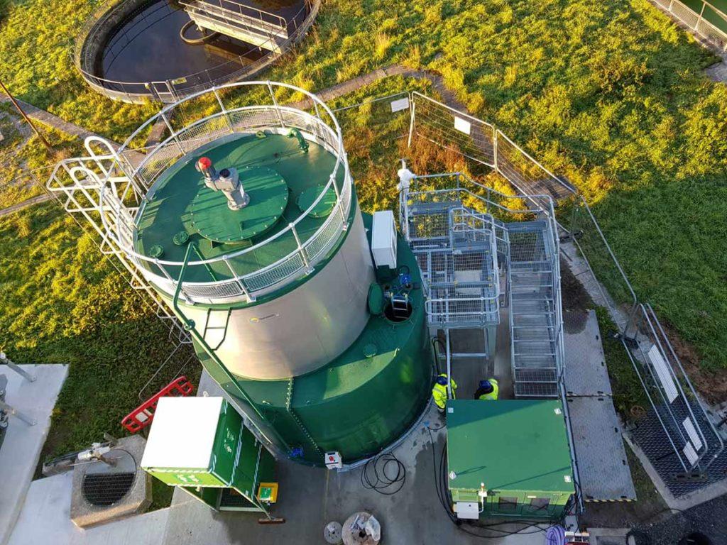 Lime slurry storage tank