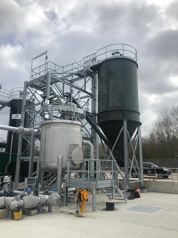 Designed to transfer the quicklime into a stainless steel sludge mix tank via a tubular screw conveyor